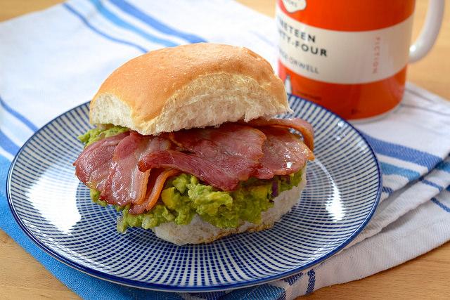 Bacon and Guacamole Breakfast Sandwiches | www.rachelphipps.com @rachelphipps