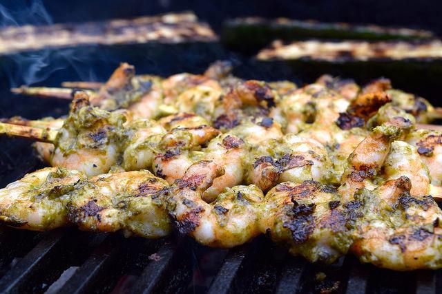 Barbecue Pesto Prawns | www.rachelphipps.com @rachelphipps