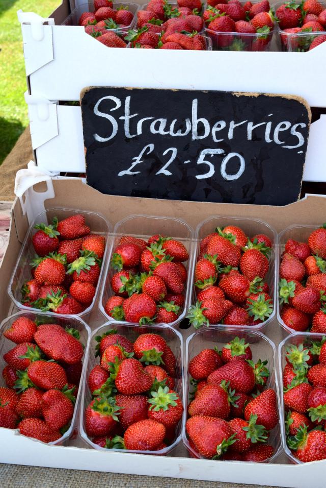 Strawberries at Love Hythe Food Festival   www.rachelphipps.com @rachelphipps
