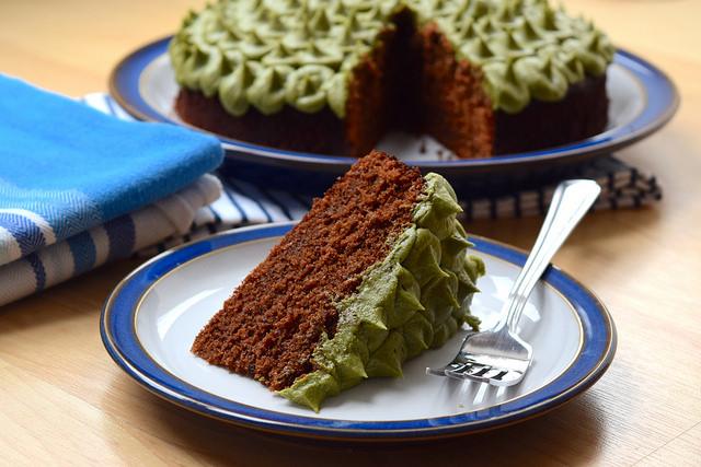 Chocolate Cake with Matcha Frosting | www.rachelphipps.com @rachelphipps