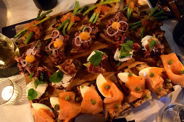Le Creuset Brunch Toasts   www.rachelphipps.com @rachelphipps
