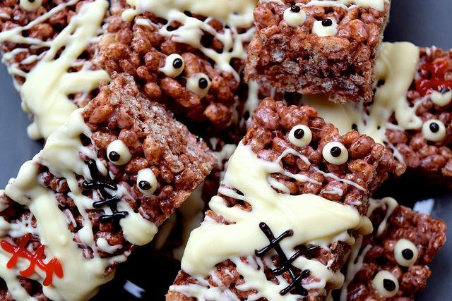Easy Mummified Cocoa Pops Treats   www.rachelphipps.com @rachelphipps