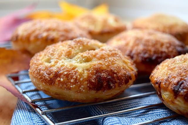 How To Make Apple Hand Pies | #applepie #apple #handpie #autumn #fall www.rachelphipps.com @rachelphipps
