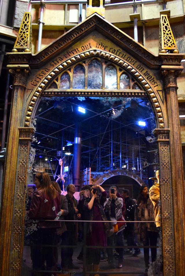 The Mirror of Erised at the Harry Potter Studio Tour, London | #harrypotter www.rachelphipps.com @rachelphipps