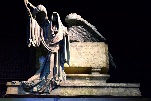 Riddle Family Tomb at the Harry Potter Studio Tour, London | #harrypotter www.rachelphipps.com @rachelphipps