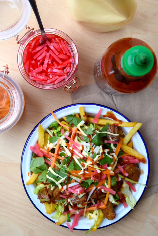 Vietnamese-style Banh Mi Street Fries with Homemade Pickles #fries #chips #vietnamese #banhmi #pork #streetfood #loadedfries #pickles | www.rachelphipps.com @rachelphipps