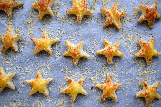 Parmesan Cocktail Stars #christmas #newyear #canape
