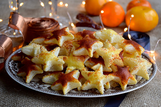 Parmesan and Paprika Cocktail Stars #christmas #newyear #canape