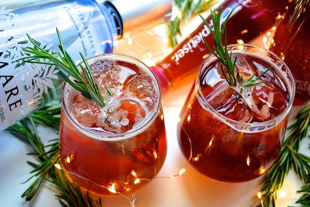 Appletiser Pomegranate & Rosemary Spritz #christmas #cocktail #pomegranate | www.rachelphipps.com @rachelphipps