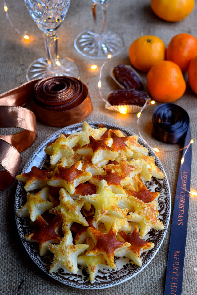 Christmas Kitchen Parmesan & Paprika Cocktail Stars #christmas #newyear #canape