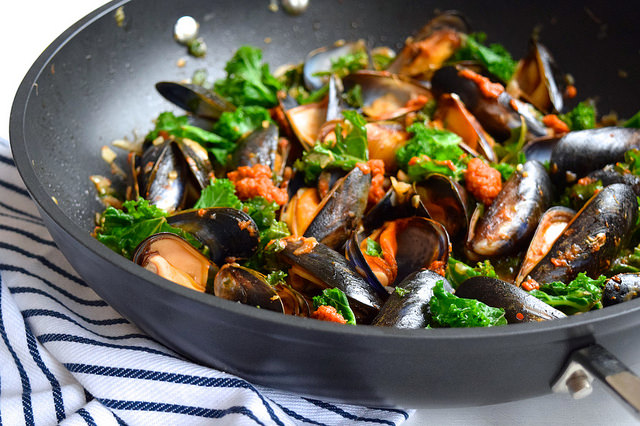 Mussels with Tomato Pesto & Kale #mussels #shellfish #seafood #pesto #kale #dinner
