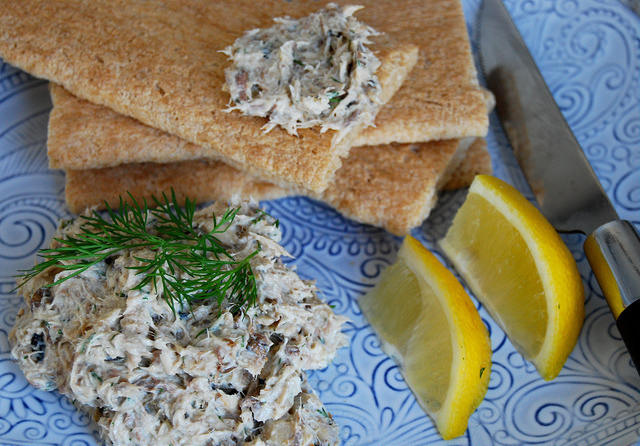 5 Minute Skinny Smoked Mackerel Pâté #pate #fish #mackerel #lunch