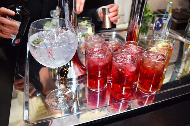 Mixing Gin and Tonics at The Royal Horseguards Hotel's Secret Herb Garden #gin #tonic #g&t #gingarden #pubgarden #hotel #london