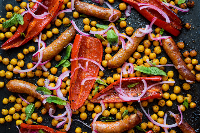 Sheet Pan Merguez with Red Peppers & Crispy Chickpeas #onepan #sheetpan #dinner #lamb #merguez #pepper #chickpeas