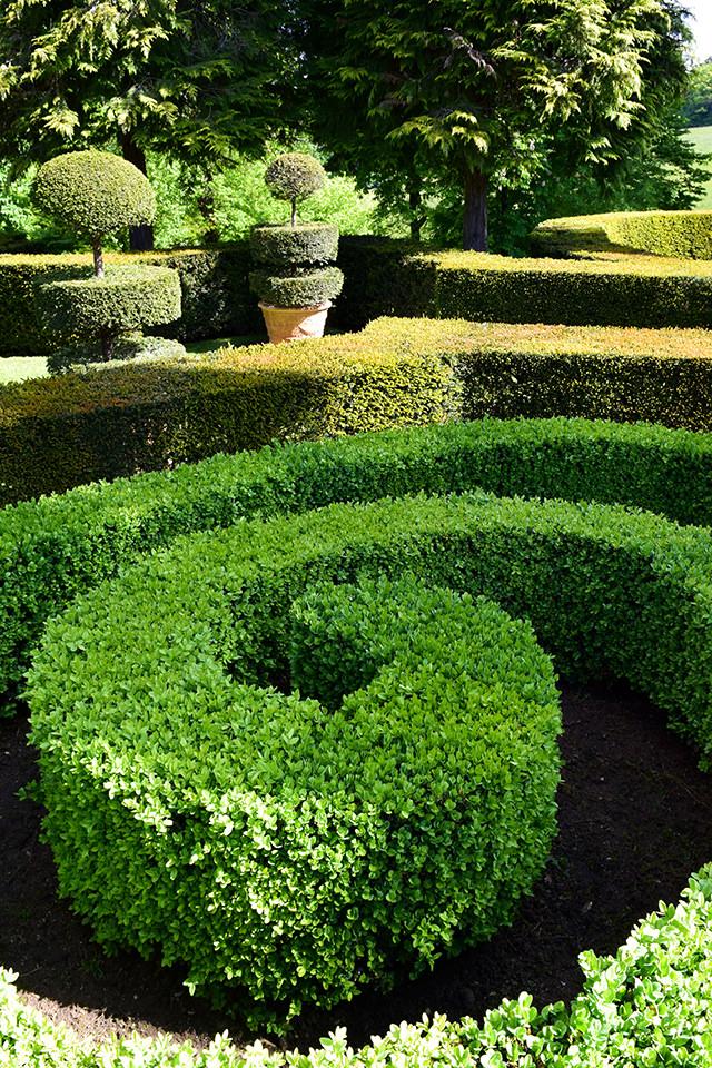 Decorative Hedges at the Jardins de Eyrugnac #gardens #eyrugnac #dordogne #france #travel
