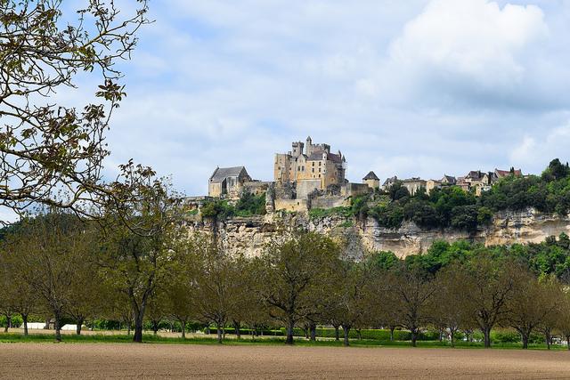 View of Chateau de Beynac, Dordogne #dordogne #france #travel #chateau